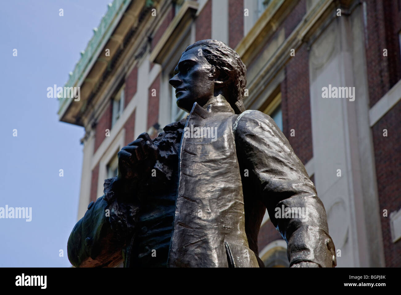 Statue of ALEXANDER HAMILTON in front of a College building at COLUMBIA UNIVERSITY - NEW YORK, NEW YORK - Stock Image