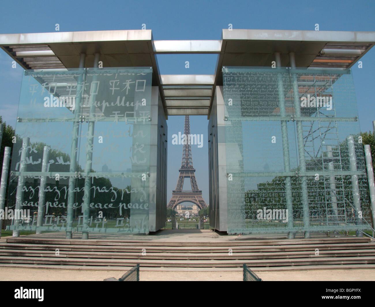 Architecte Jean Michel Wilmotte jean michel wilmotte architect and eiffel tower stock photos & jean
