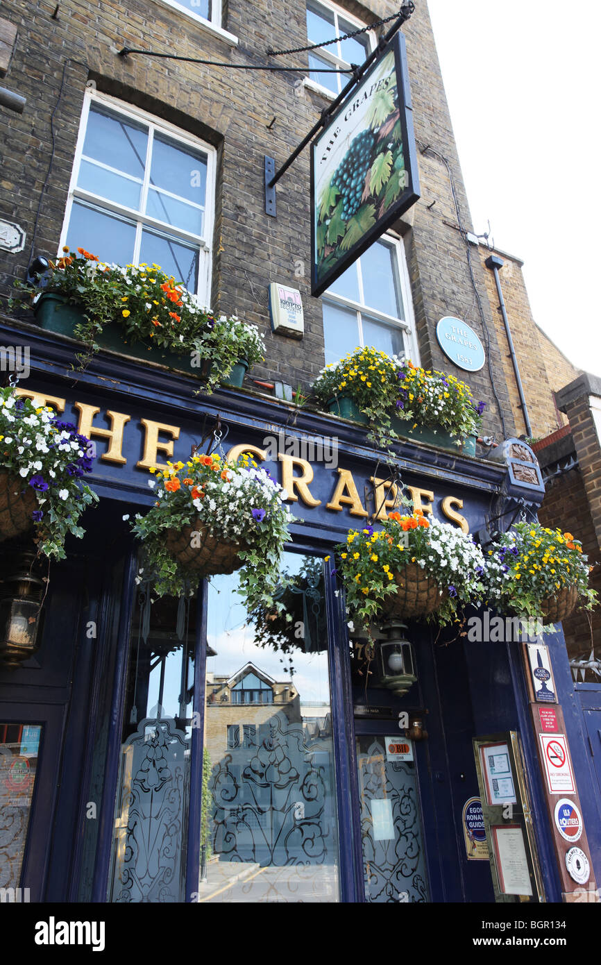 The Grapes in Narrow Street, Limehouse, E14 London, UK - Stock Image