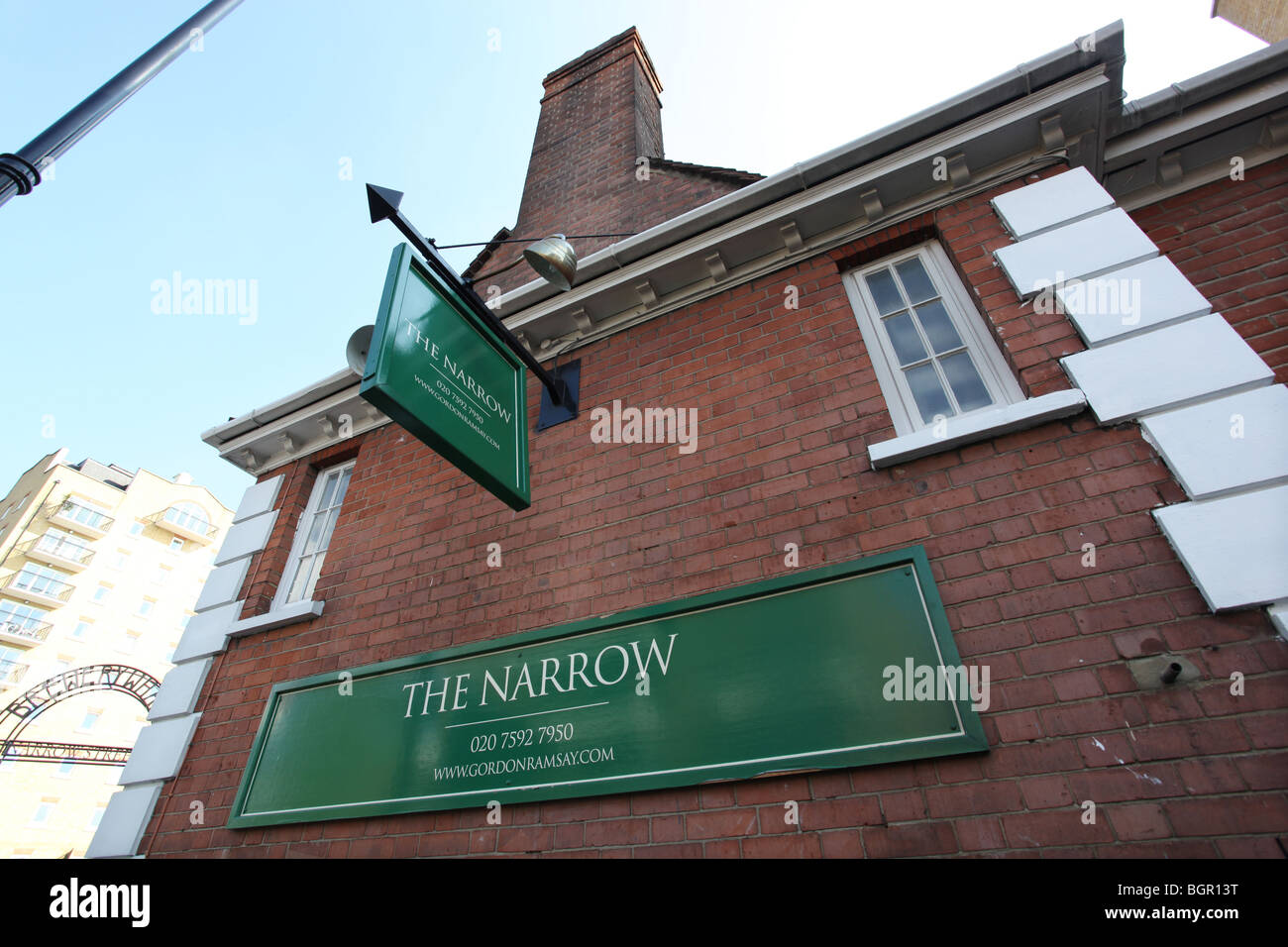 The Narrow, Riverside Pub in Limehouse, London, Uk Gordon Ramsey owned gastropub where he served precooked food - Stock Image