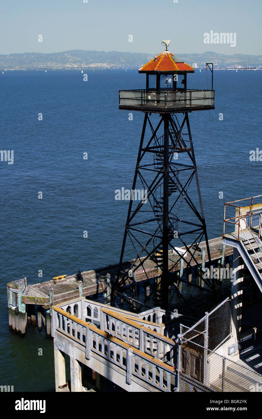 VERTICAL VIEW WATCH WATCH-TOWER WATCHFUL WATER WET TORRE LIGHT FARO STABILITY WARNING COSTA AGUA MAR OCEAN ALTO Stock Photo