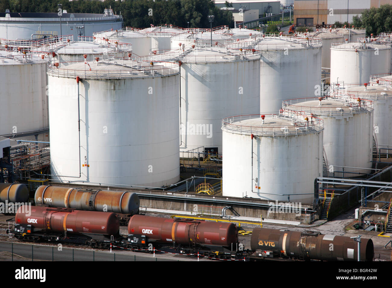 Oil Storage Tank Stock Photos & Oil Storage Tank Stock