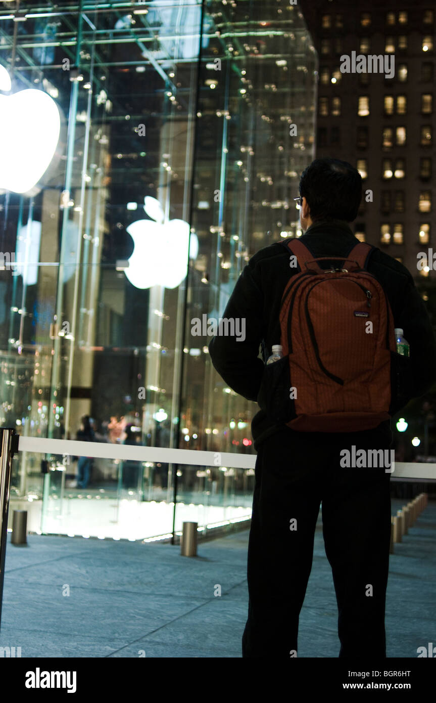apple store new york front stock photos apple store new york front stock images alamy. Black Bedroom Furniture Sets. Home Design Ideas