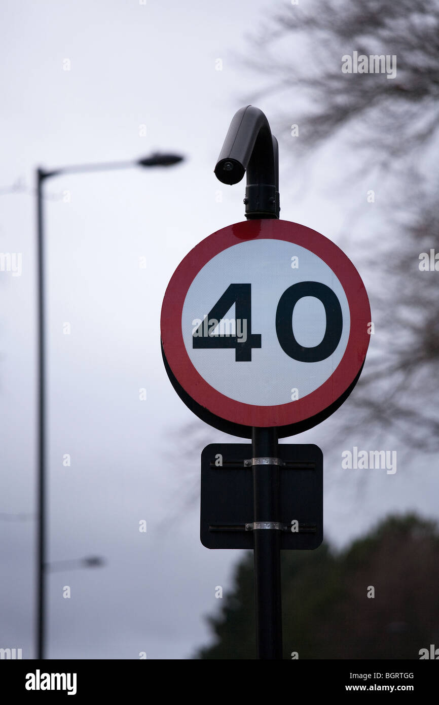 Examples of UK street signs. 40 mph speed limit - Stock Image