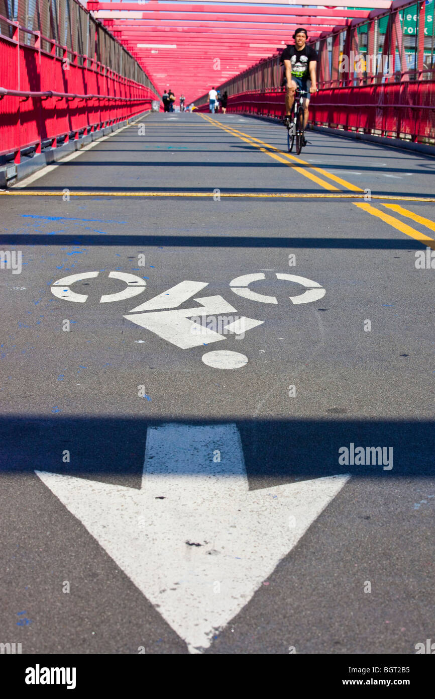 Bike lane on the Williamsburg Bridge in New York City - Stock Image