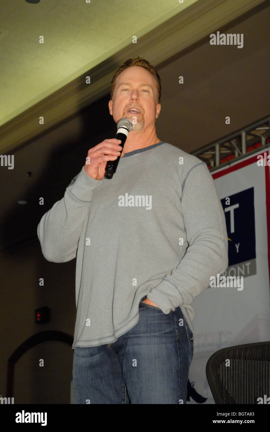 Former Cardinals Major League baseball player Mark McGwire speaks an apology to his hometown crowd in St Louis, Stock Photo