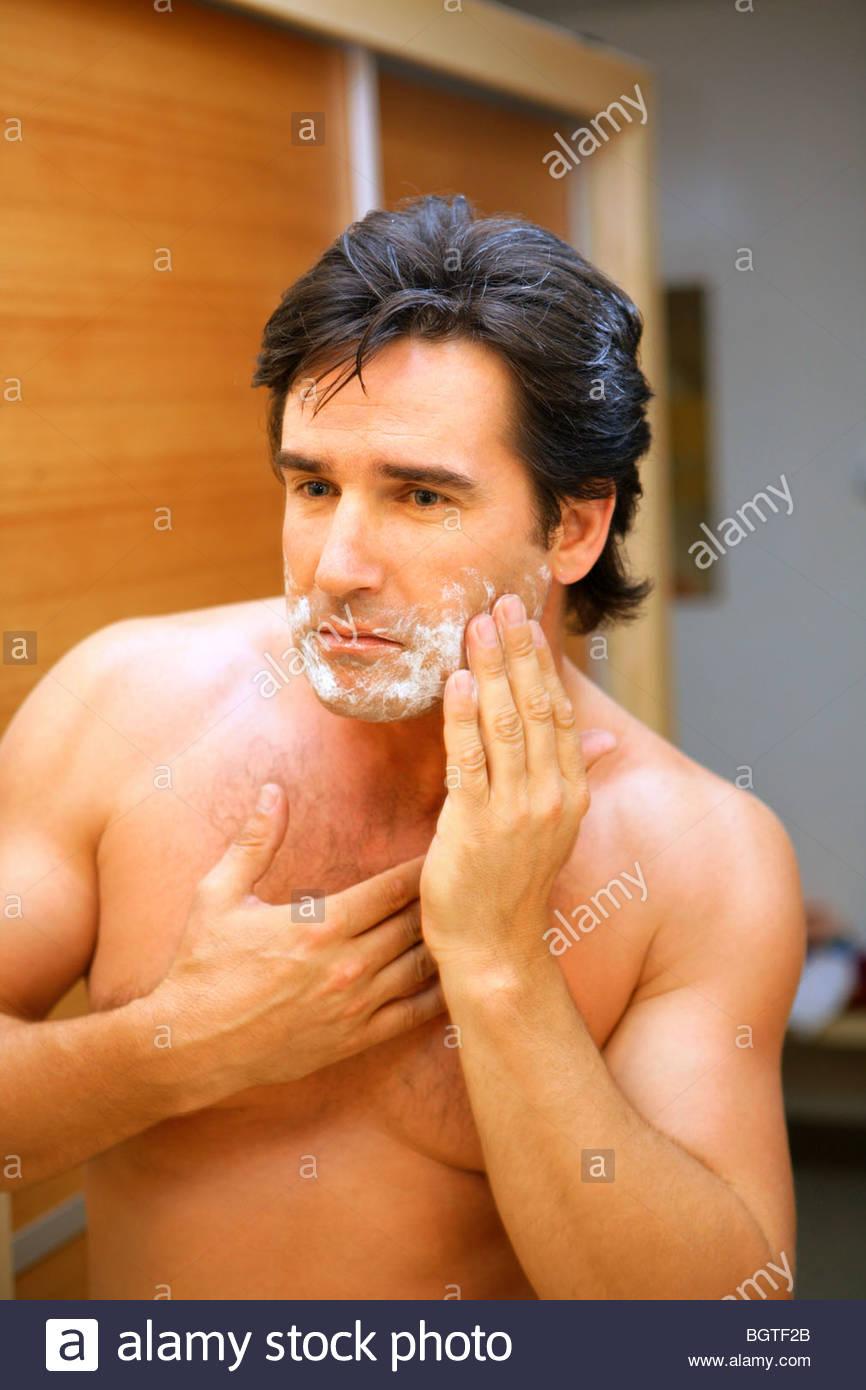 man shaving - Stock Image