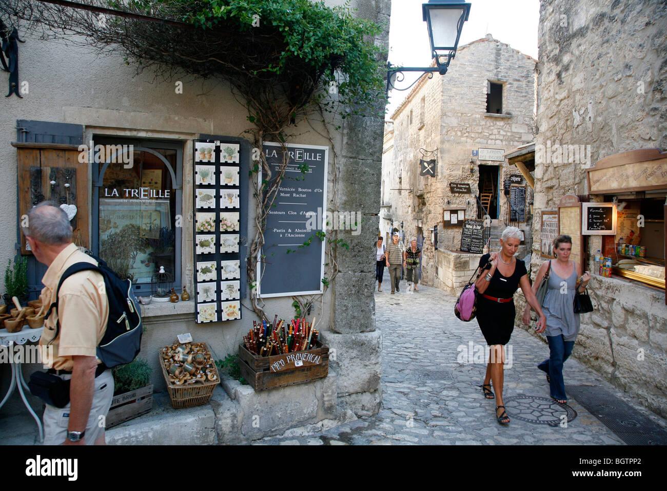 Rue du Trencat, the main street in Les Baux de Provence, Bouches-du-Rhone, Provence, France. - Stock Image