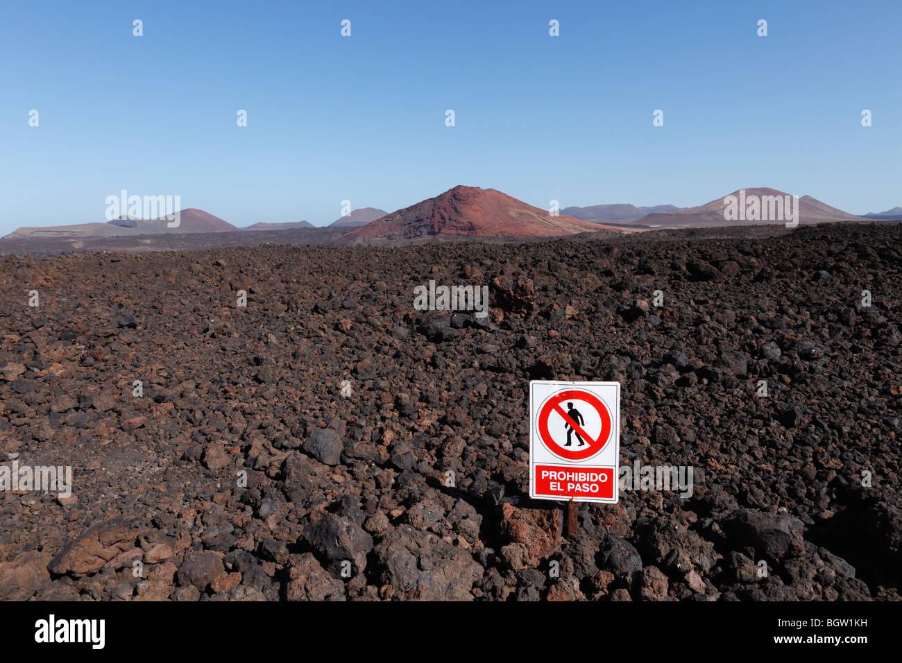 No Entry sign, Prohibito El Paso, Parque Natural de los Volcanes, Los Volcanos National Park, volcanos, Lanzarote, - Stock Image