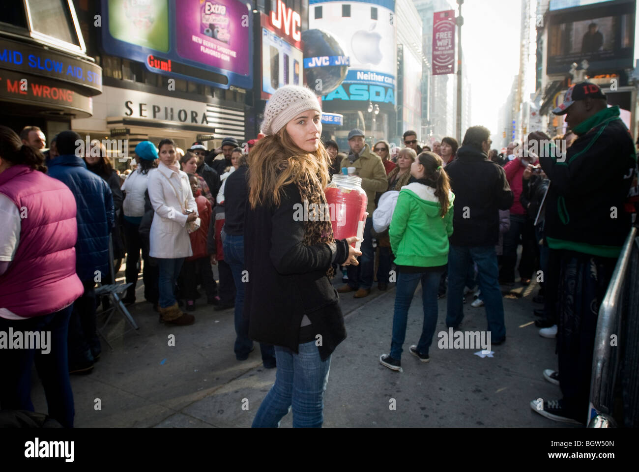 Volunteers from the American Red Cross solicit money for Haiti at 'David Blaine for Haiti in Times Square in - Stock Image