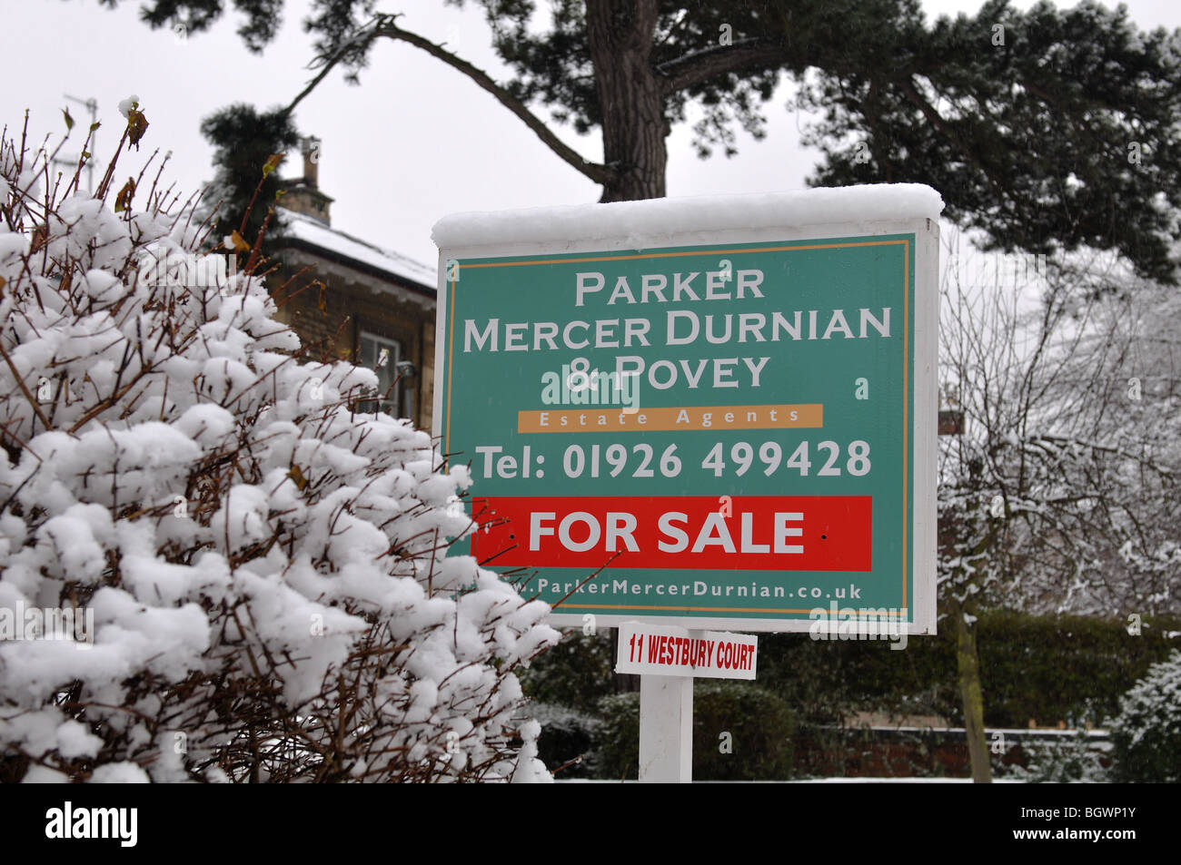House sale sign in snowy weather, UK - Stock Image