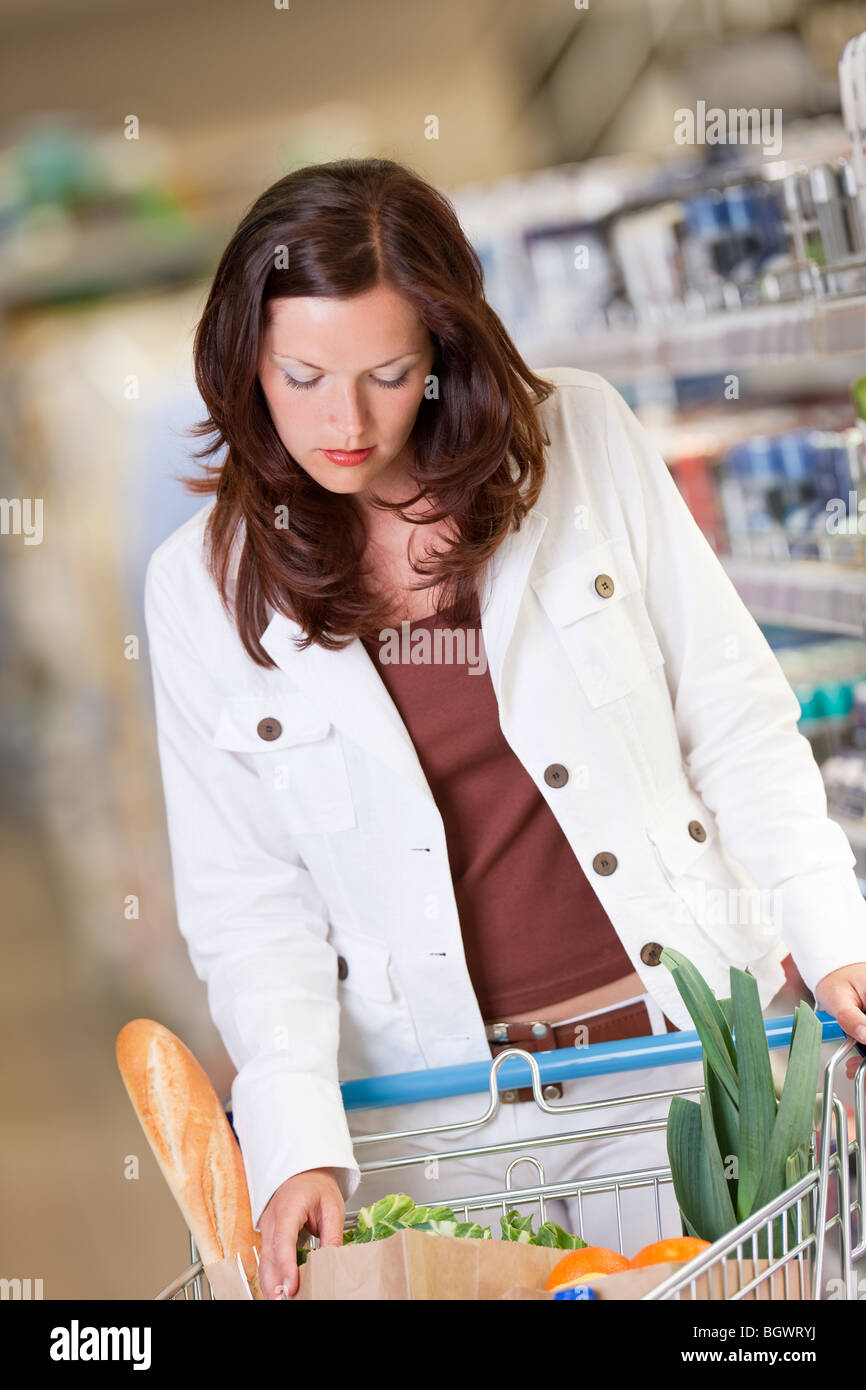 Shopping - Young woman shopping in a supermarket - Stock Image