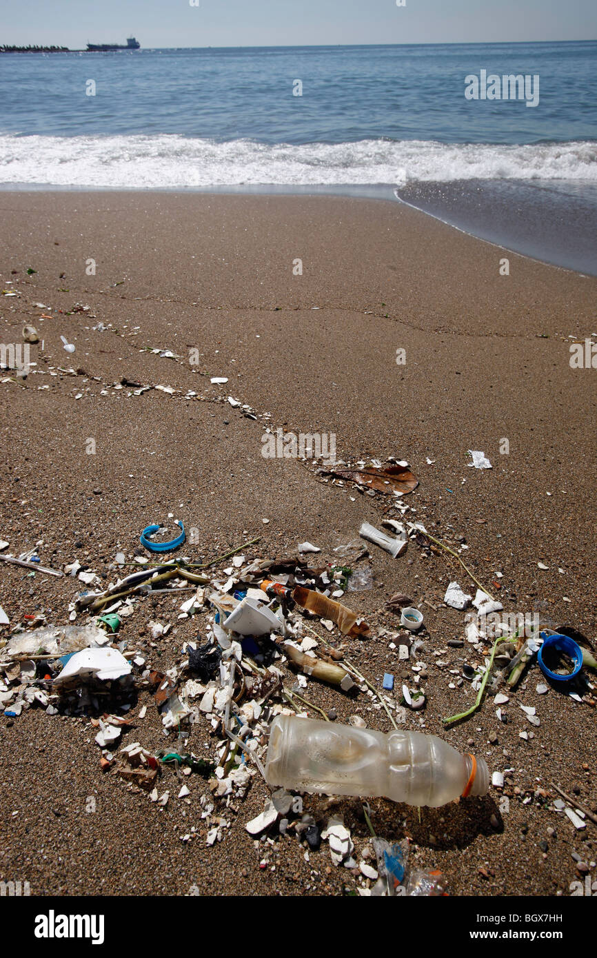 Plastic trash strewn beach, Santo Domingo, Dominican Republic - Stock Image
