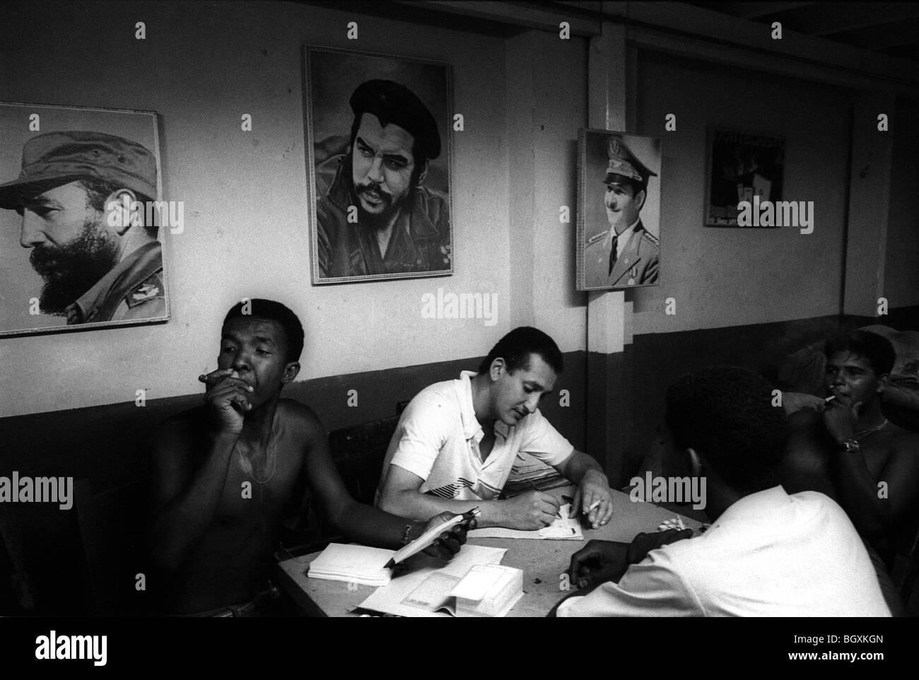 Workers in the H. Upmann Habanos SA cigar factory, Havana, Cuba, May 1993. - Stock Image