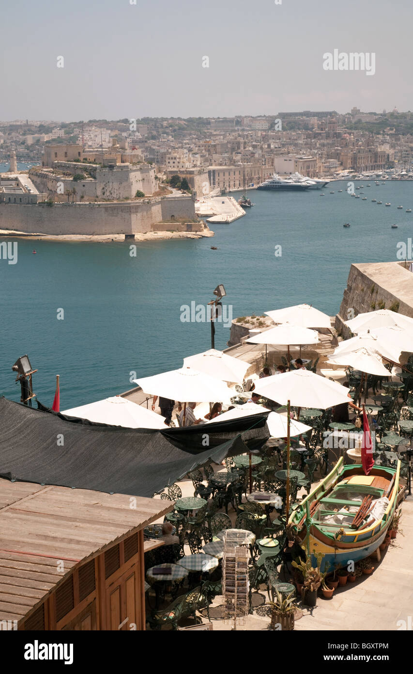 A view across the water to the three cities from the Upper Barrakka Gardens, Valletta, Malta - Stock Image