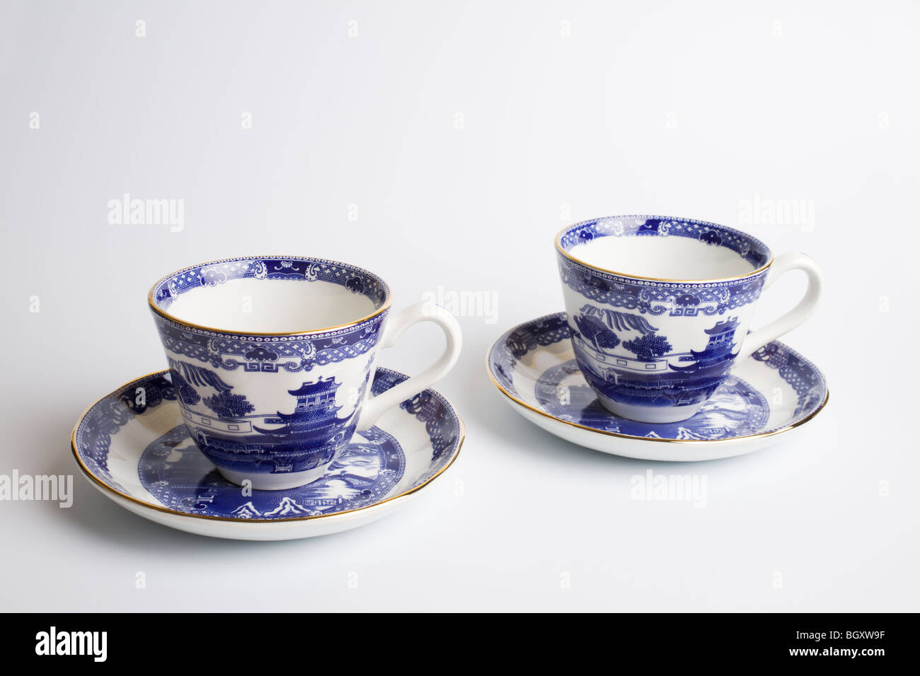 'Willow Pattern' cups & saucers by 'Wade Ceramics'. - Stock Image