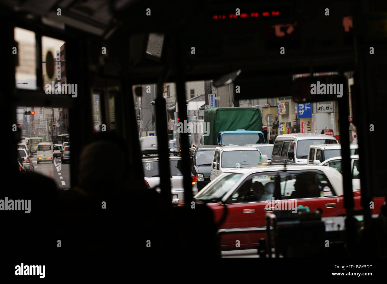 Traffic in Shijo Dori (Shijo street), seen from inside one of the numerous buses which serve the city centre, in - Stock Image
