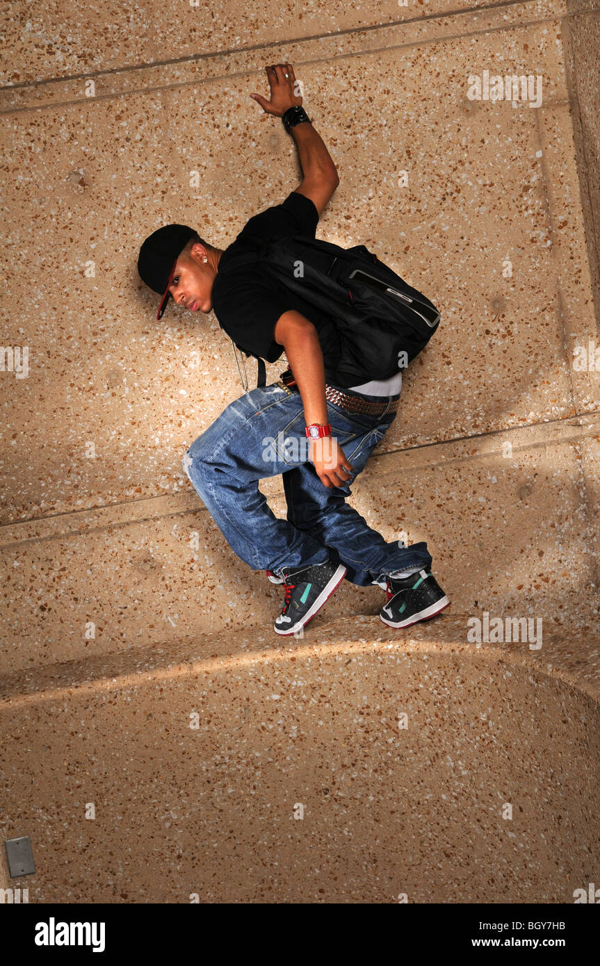 African American hip hop man standing on side of wall - Stock Image