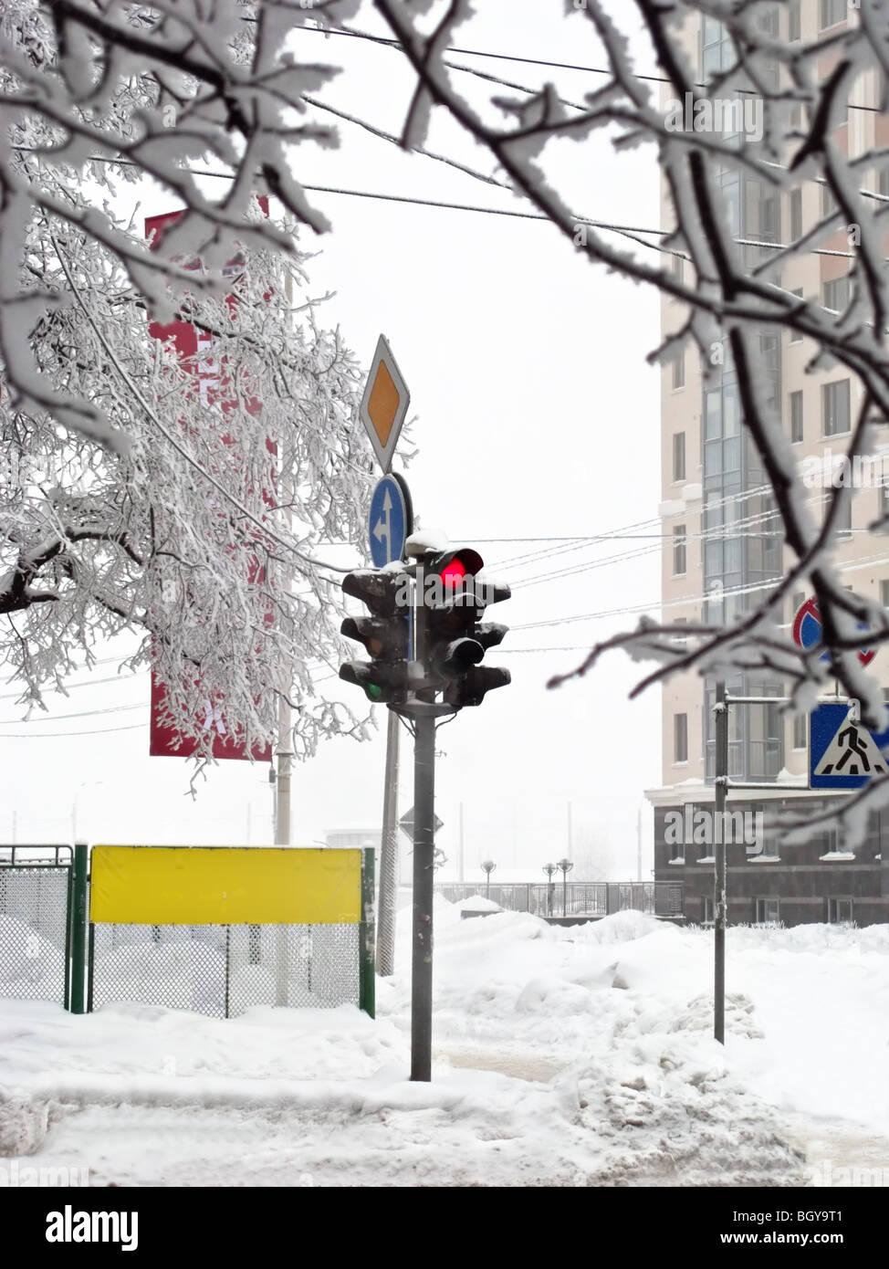 Winter stoplight - Stock Image