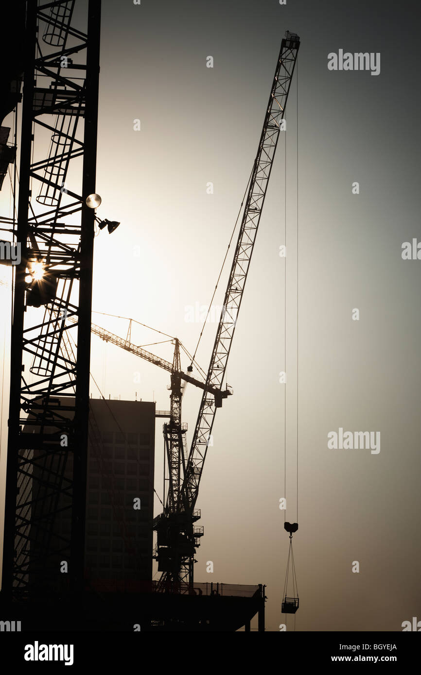 Cranes and high-rise building under construction - Stock Image