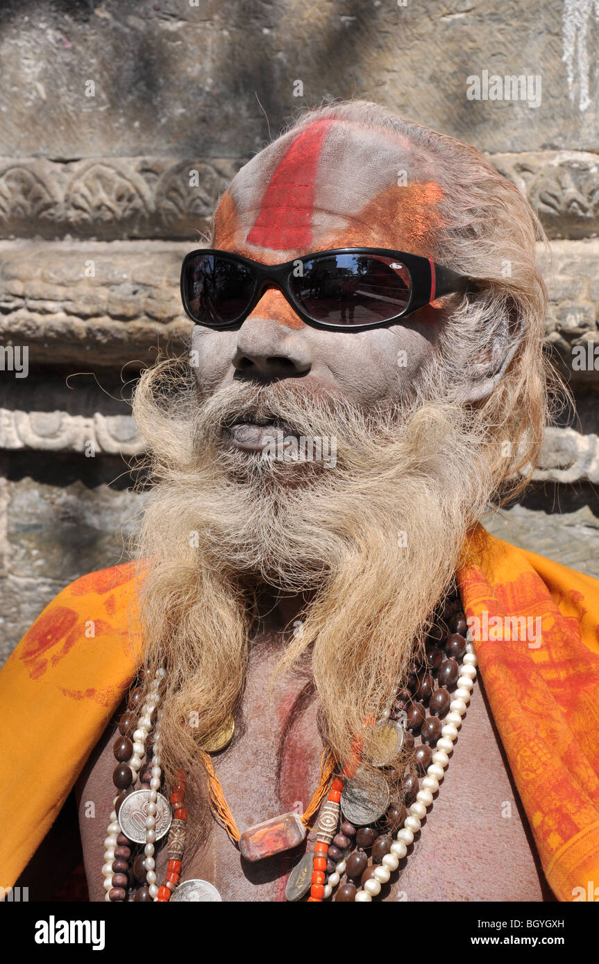 Eccentric Sadhu at the cremation Ghats, near Pashupatinath Temple, kathmandu, Nepal. - Stock Image