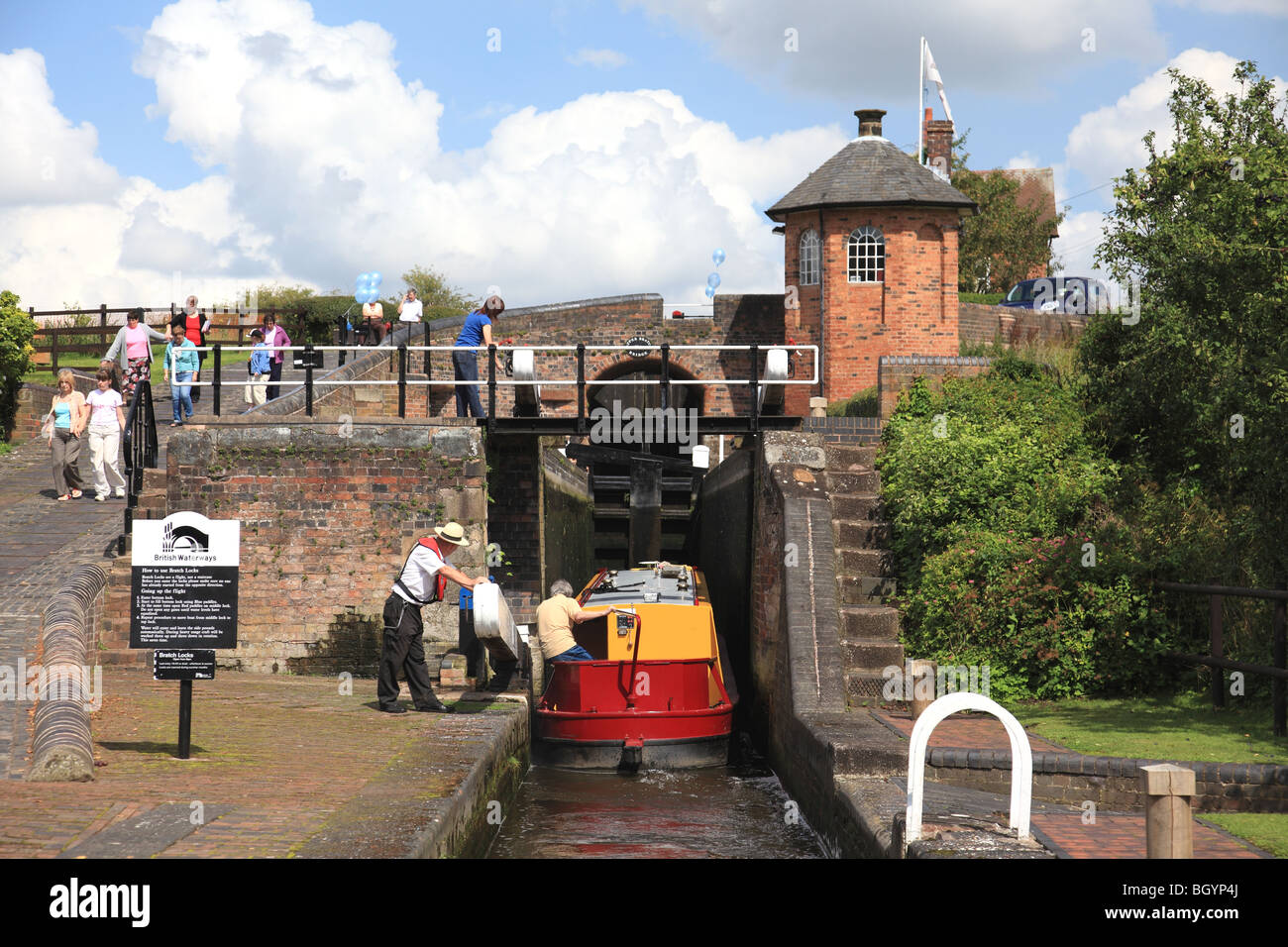 Narrowboat entering the second of the three Bratch Locks, Staffordshire and Worcestershire Canal, Wombourne, Staffordshire - Stock Image
