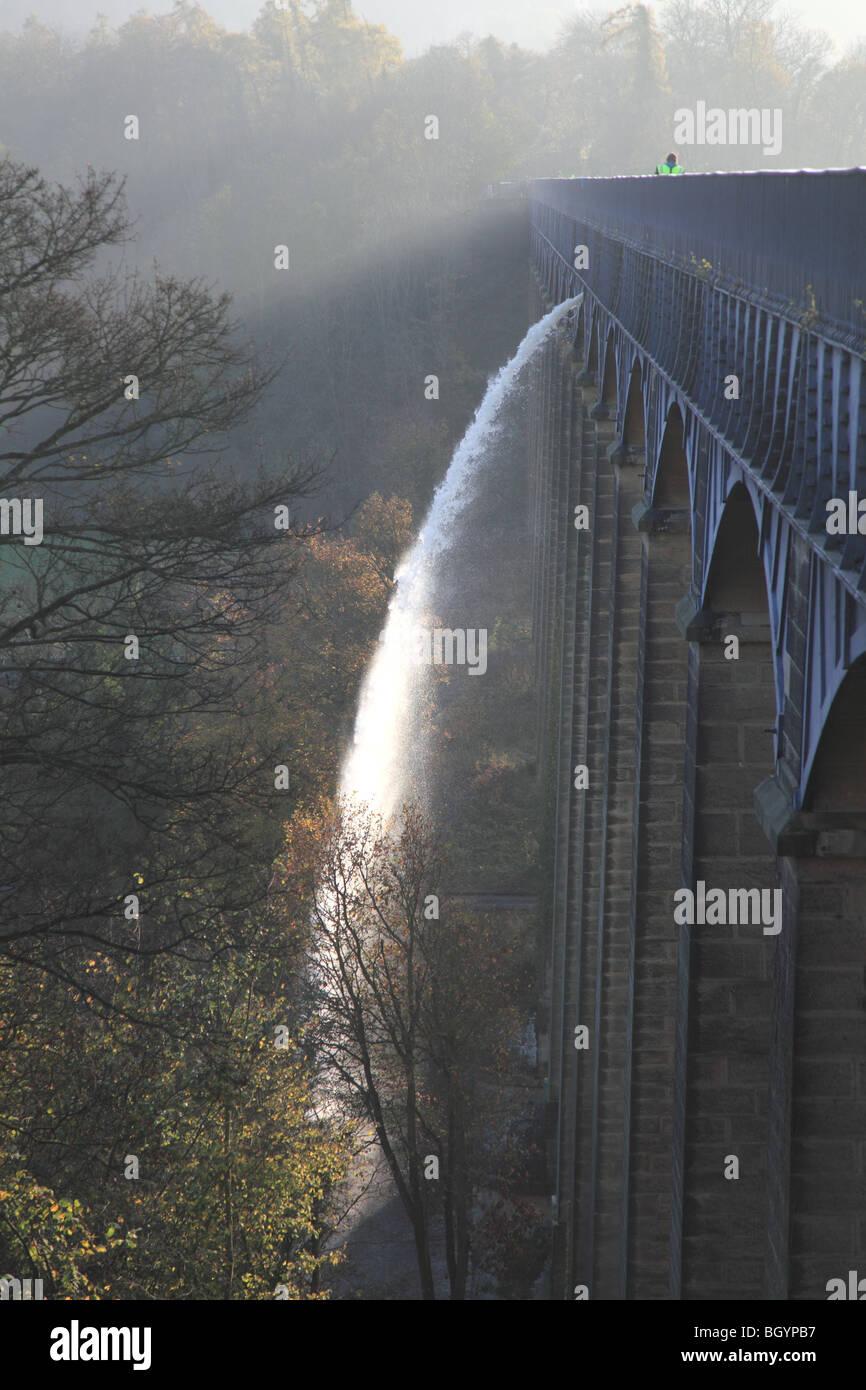 The draining on 9th November, 2009 of Pontcysyllte Aqueduct, World Heritage site, near Wrexham and Llangollen, north - Stock Image