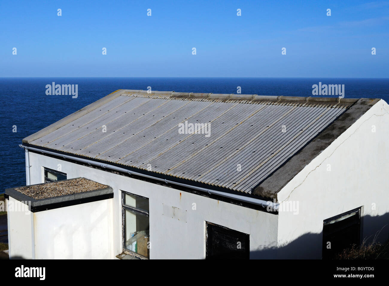 a small building with an asbestos roof - Stock Image
