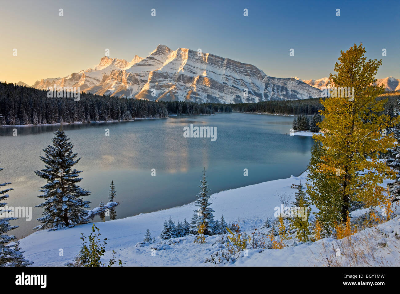 Two Jack Lake and Mt Rundle in Banff National Park, Alberta, Canada. Banff National Park forms part of the Canadian - Stock Image