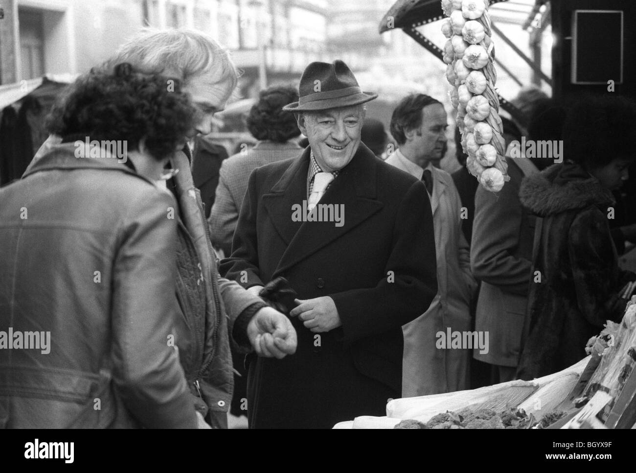Sir Alec Guinness London 1977 UK. Soho market HOMER SYKES - Stock Image