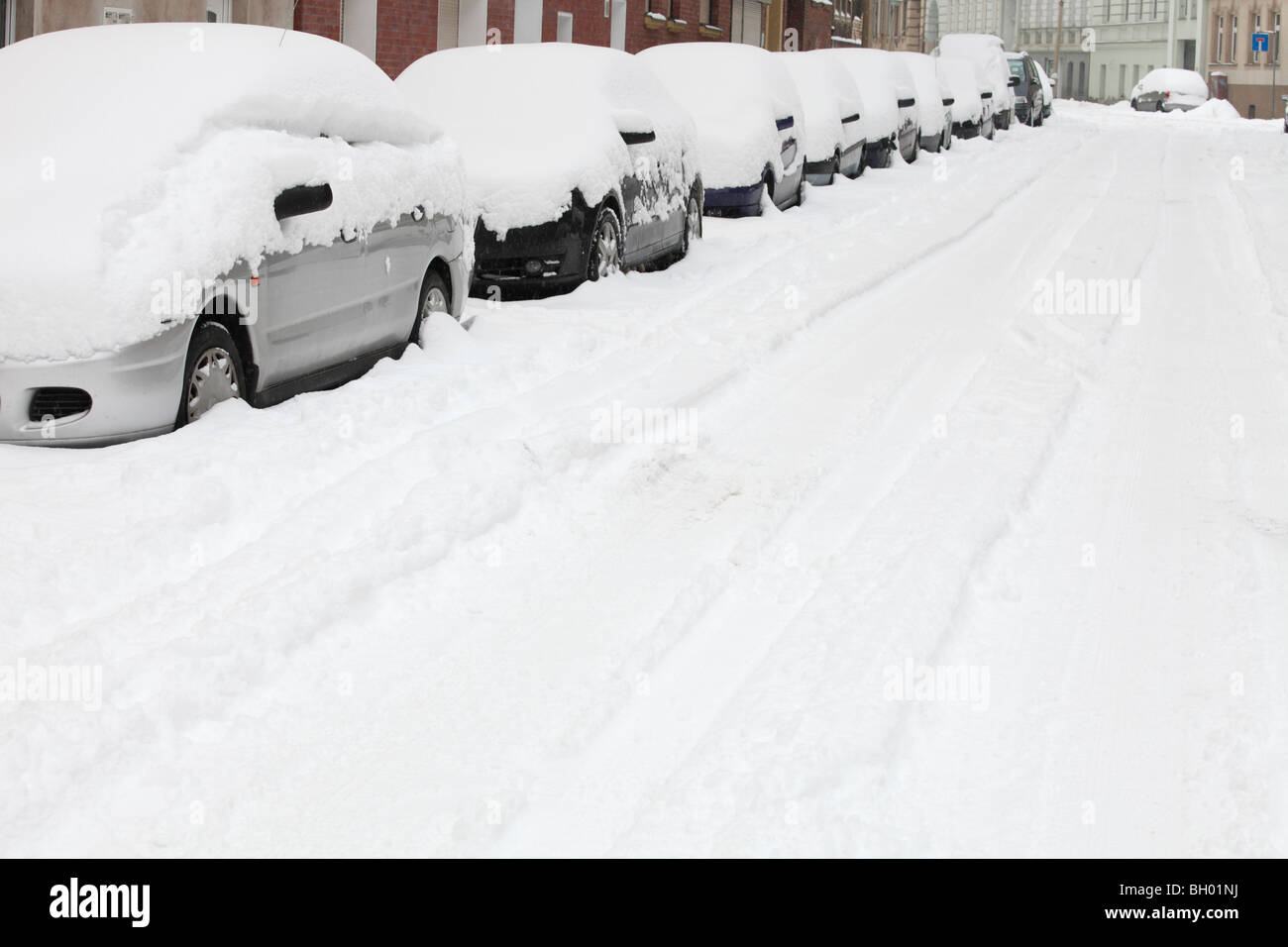 parked cars drowning in snow - Stock Image
