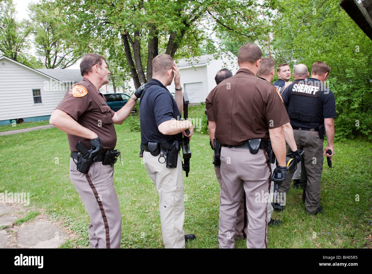 Serving Search Warrant Stock Photos & Serving Search Warrant