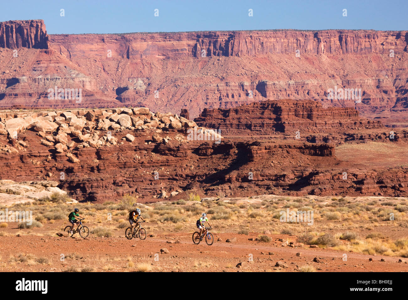 Mountain biking on the White Rim Trail, Island in the Sky District, Canyonlands National Park, near Moab, Utah. Stock Photo