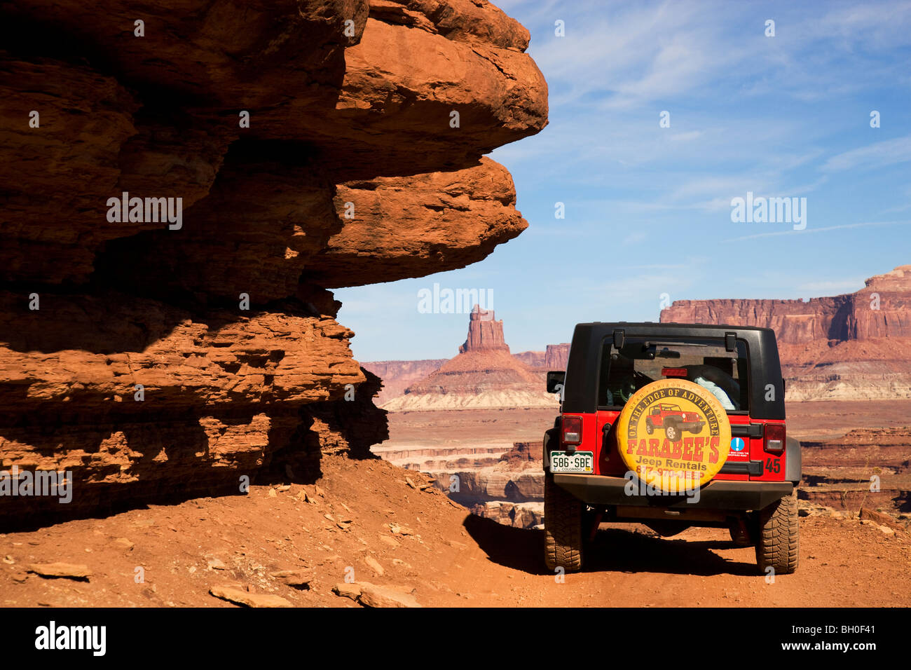 A jeep on the White Rim Trail, Island in the Sky District, Canyonlands National Park, near Moab, Utah. - Stock Image