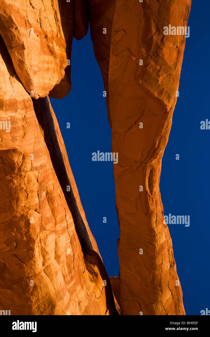 An unnammed arch, Klondike Bluffs area, Arches National Park, near Moab, Utah. - Stock Image