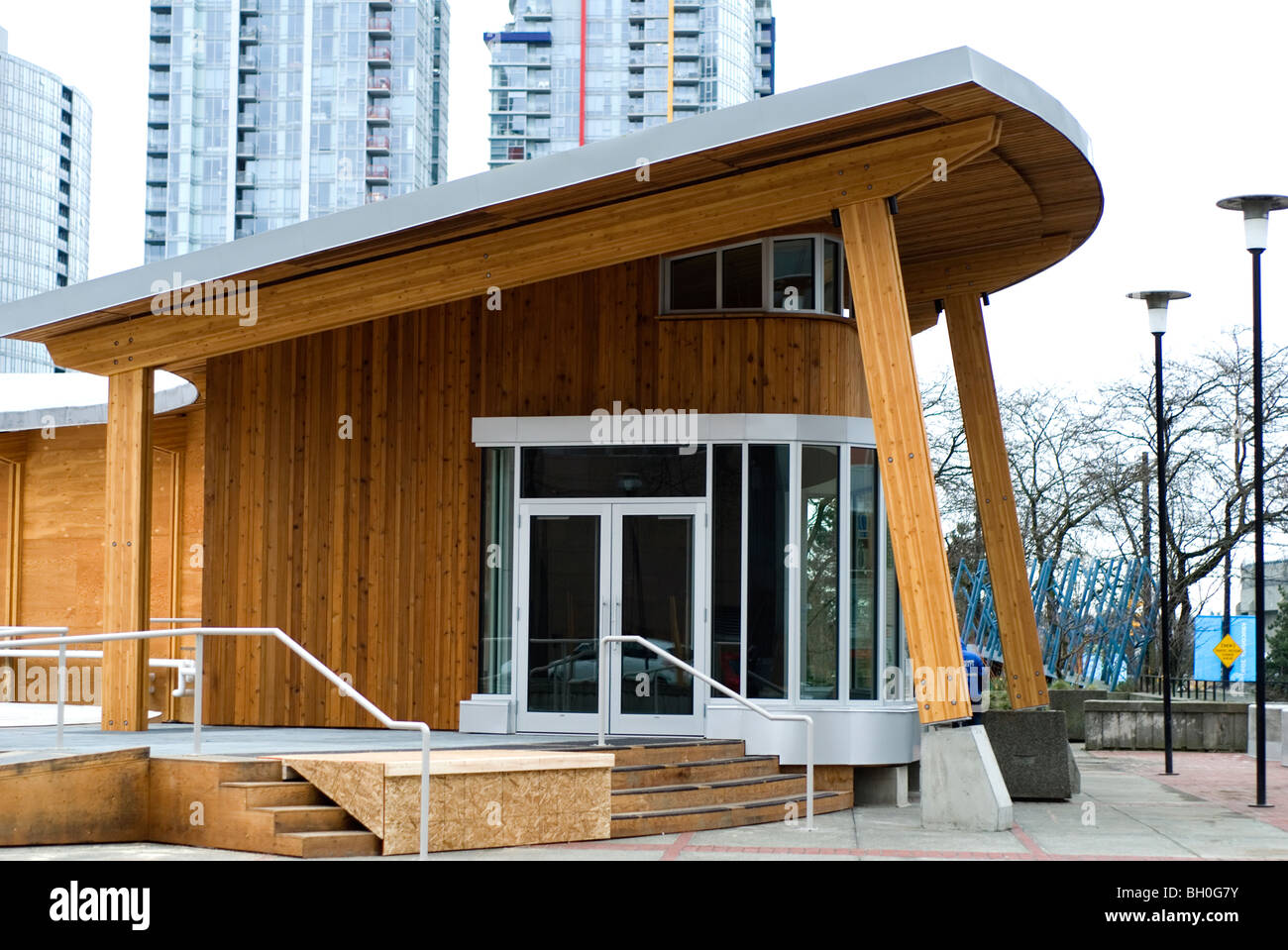 First Nations building architecture in Vancouver for 2010 Winter Olympics - Stock Image
