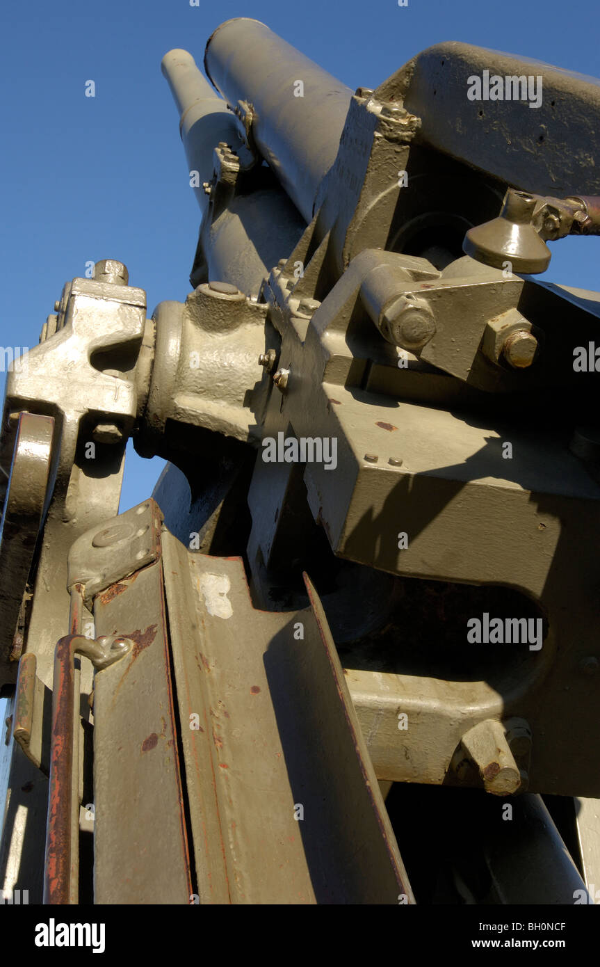 6 inch anti aircraft gun on display outside D-Day Museum, Southsea Seafront, Portsmouth, Hampshire, England, UK. - Stock Image