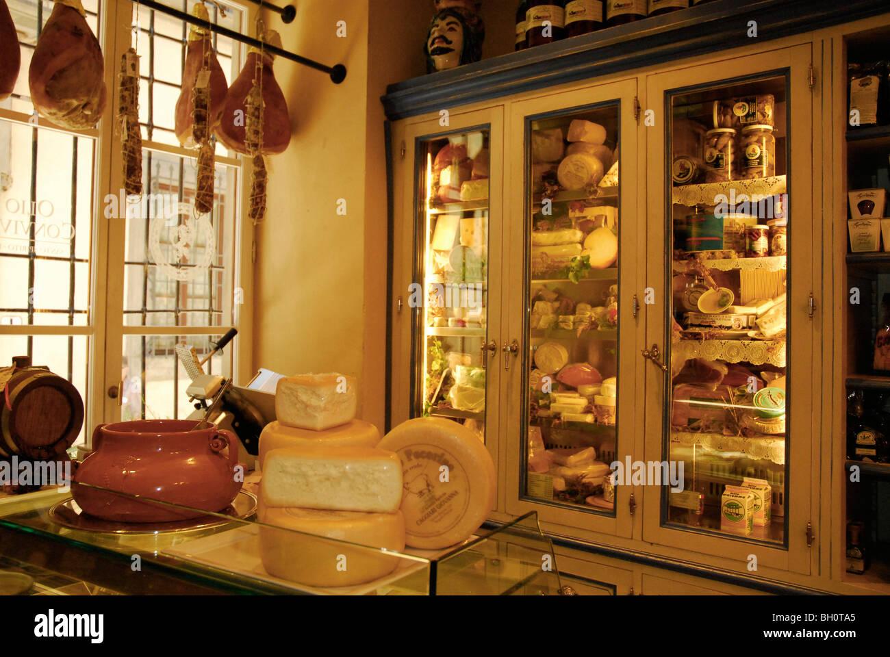Interior view of the delikatessen Olio & Convivum, Via S. Spirito, Florence, Tuscany, Italy, Europe - Stock Image
