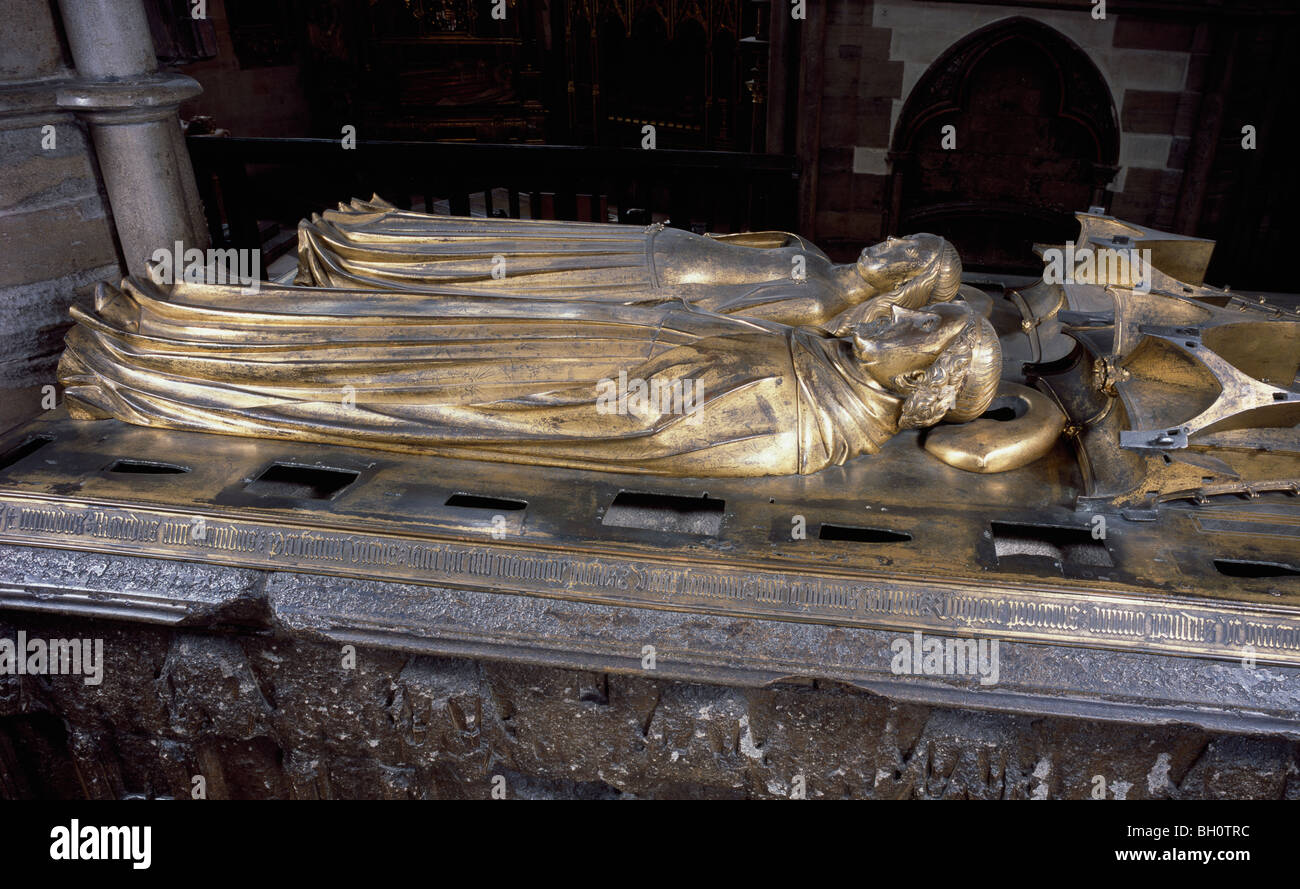 Richard II (King of England 1377-1399) & Queen Anne of Bohemia bronze effigies on tomb in Westminster Abbey, - Stock Image