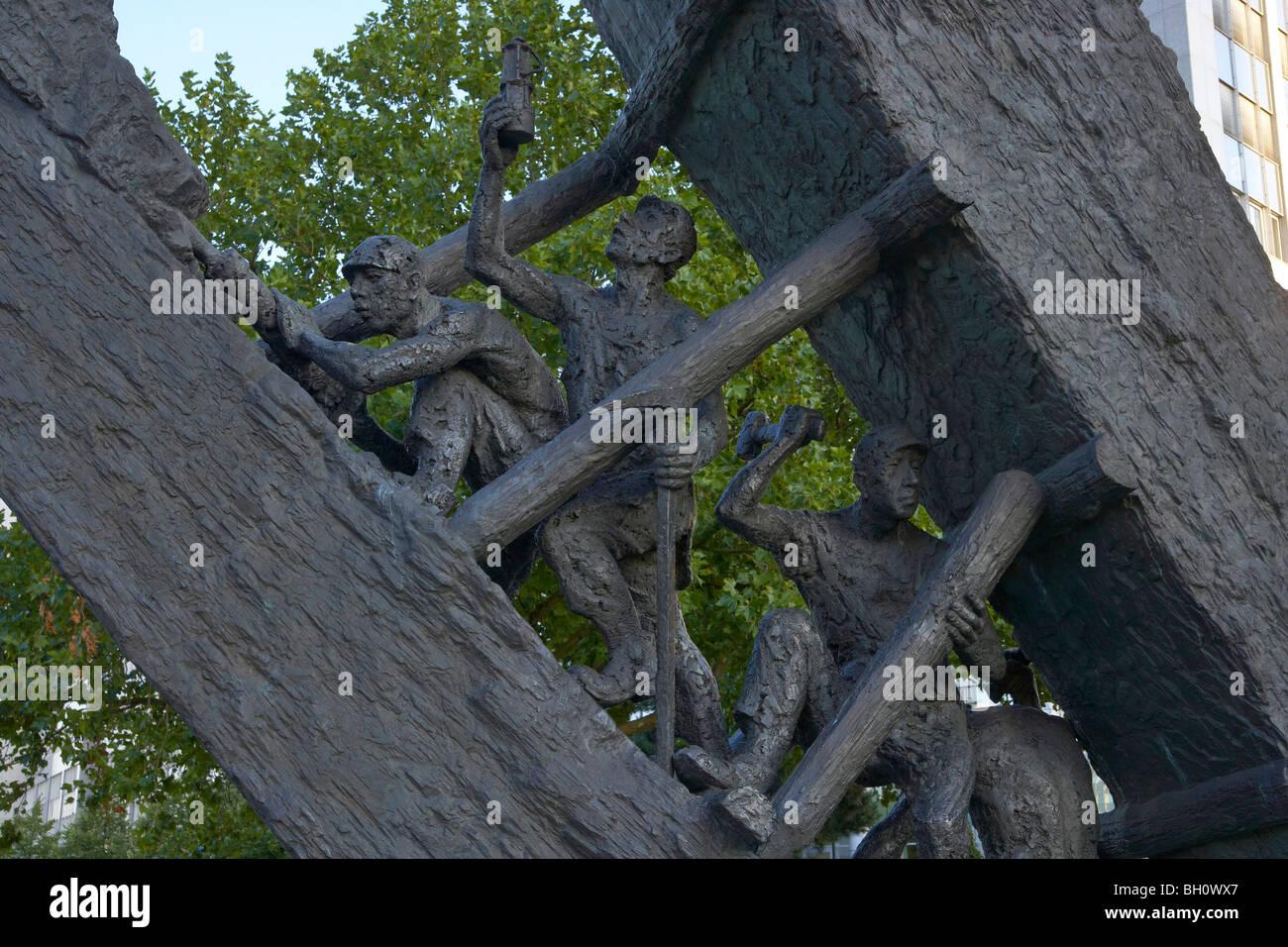 """Sculpture """"Steile Lagerung"""", Essen, Ruhr district, North Rhine-Westphalia, Germany Stock Photo"""