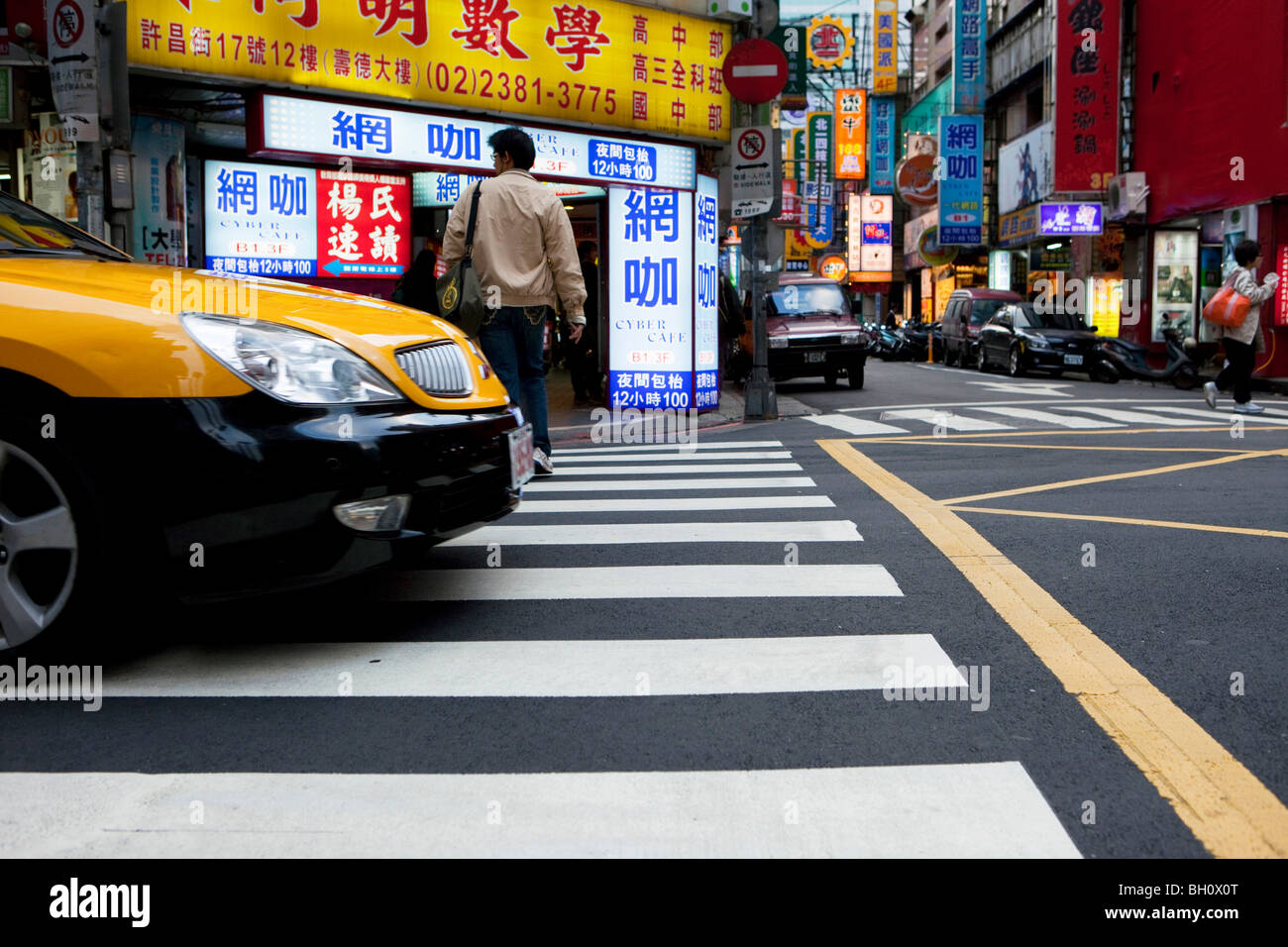 Street setting, taxi at main station district, Taipei, Taiwan, Asia - Stock Image