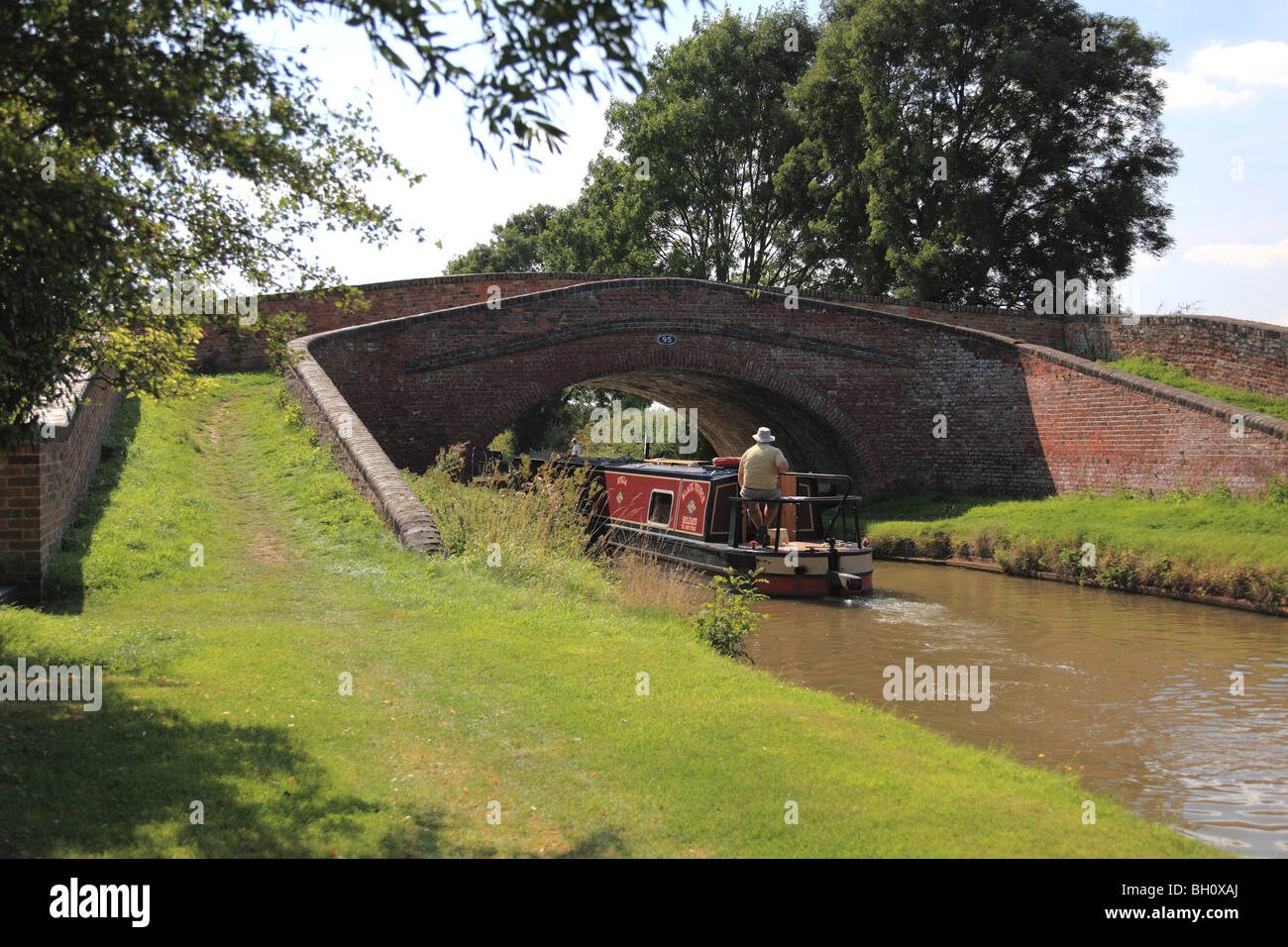 Bridge 95, at Braunston, is a turnover bridge which enables the towpath to move from one side of the canal to the - Stock Image