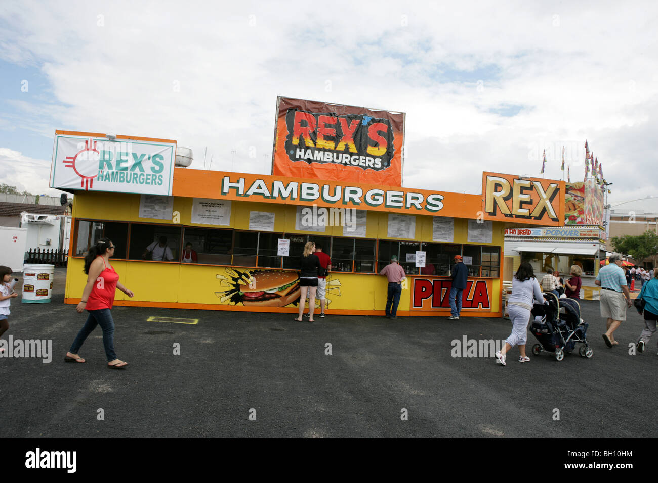 72647805f28 Expo New Mexico state fair hamburger stand food eat eating American  tradition - Stock Image