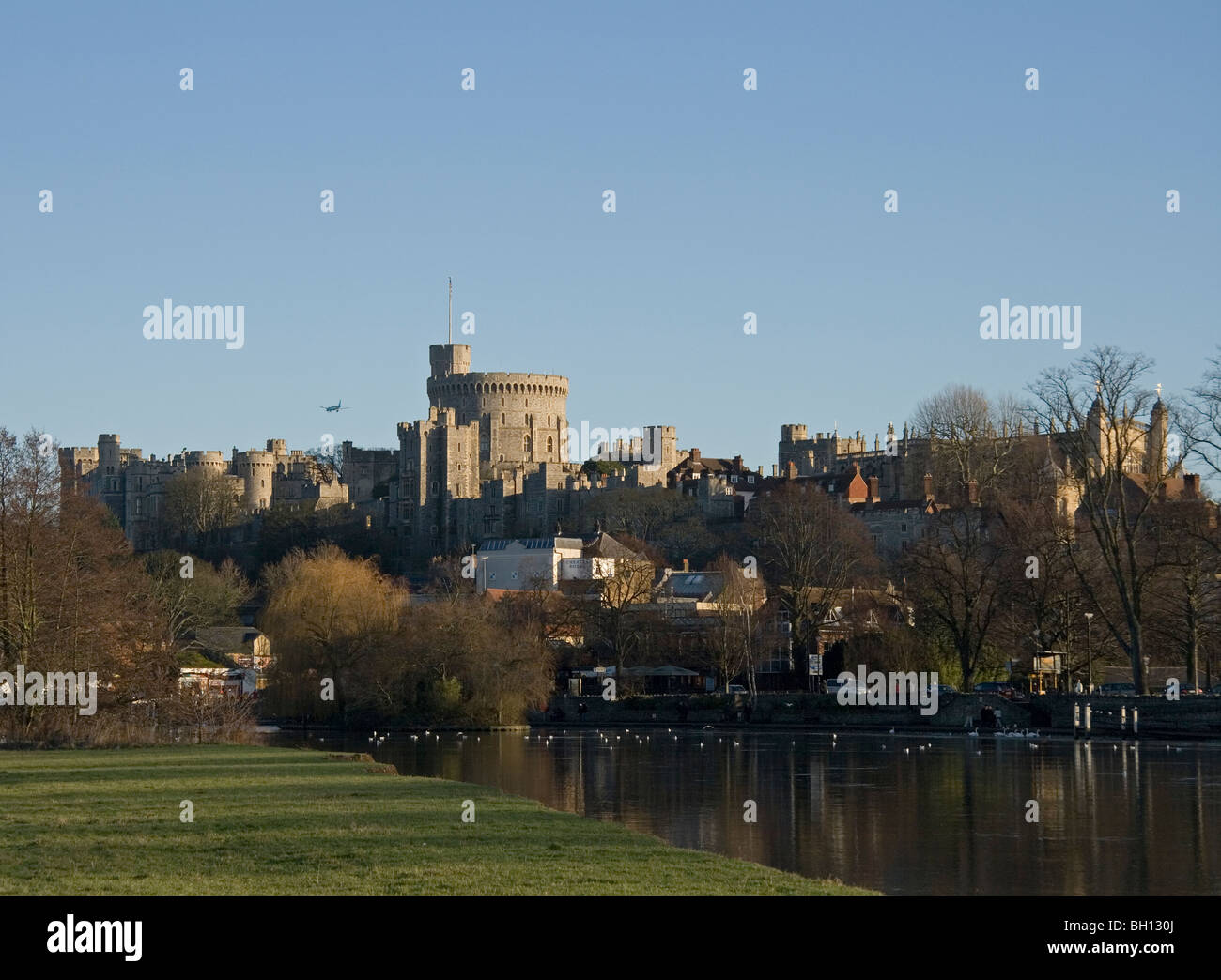 Windsor Castle with aircraft passing over on flight path to Heathrow airport - Stock Image