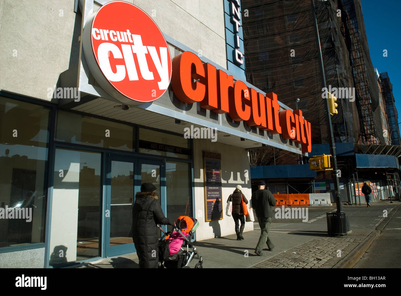 A Sign Remains At The Entrance To Closed Circuit City Electronics Store In Brooklyn