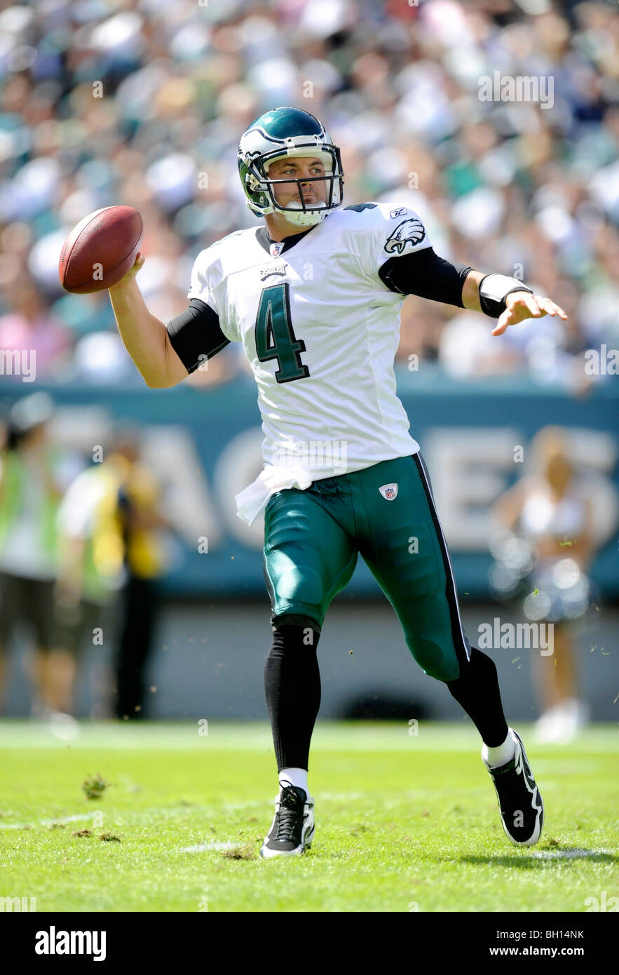 fc0cca494d3 Kevin Kolb #4 of the Philadelphia Eagles passes against the New Orleans  Saints at Lincoln