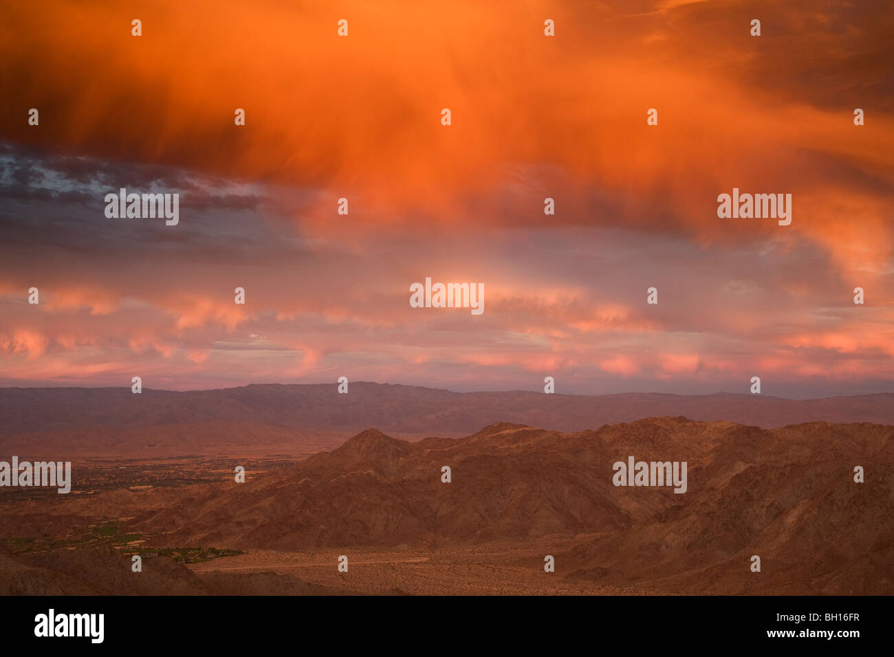 Sunset over Palm Desert and Rancho Mirage in the Coachella Valley, California. - Stock Image