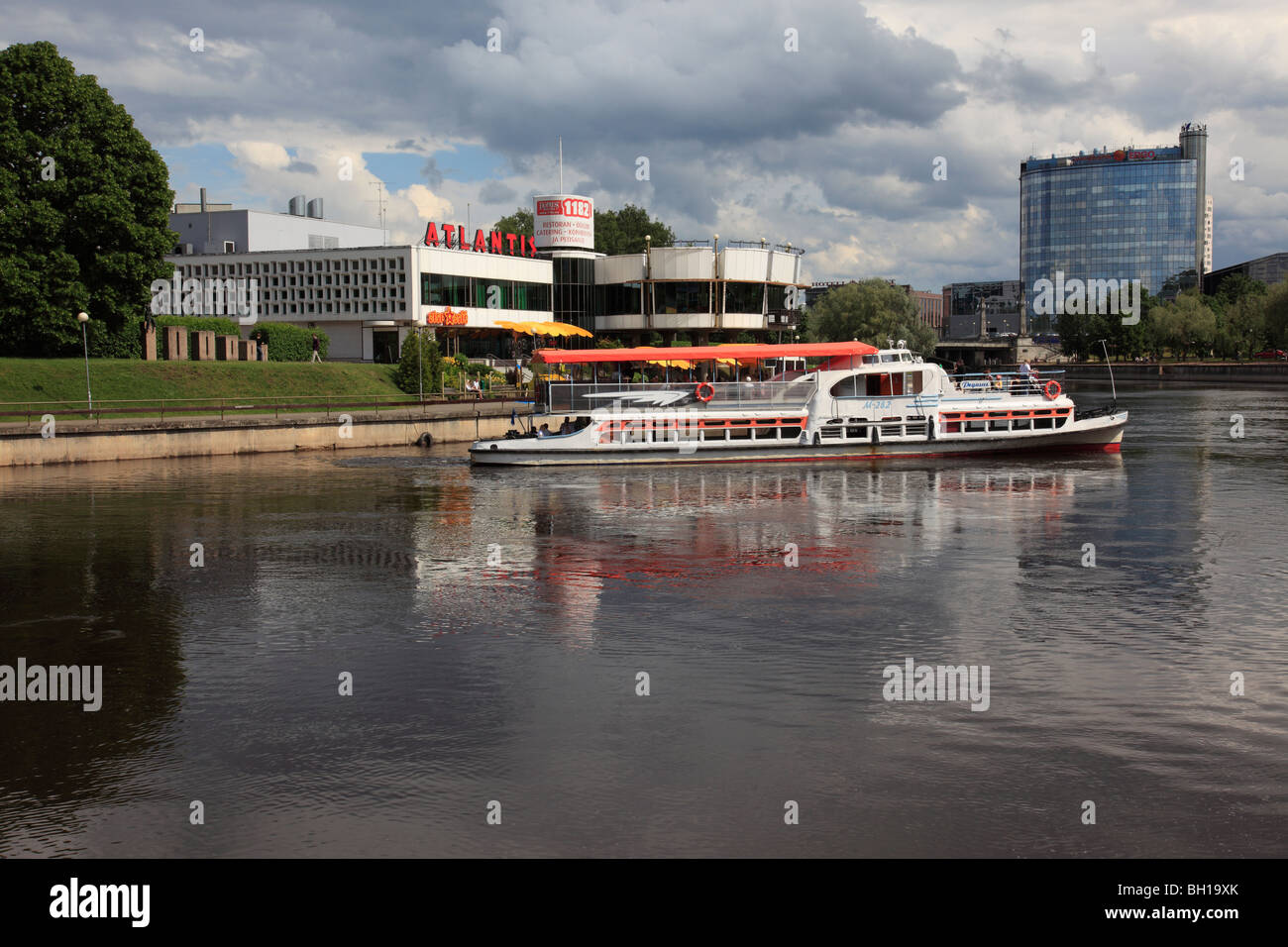 tourist boat on the river Emajogi at the city of Tartu, Estonia, Baltic State, Eastern Europe. Photo by Willy Matheisl - Stock Image