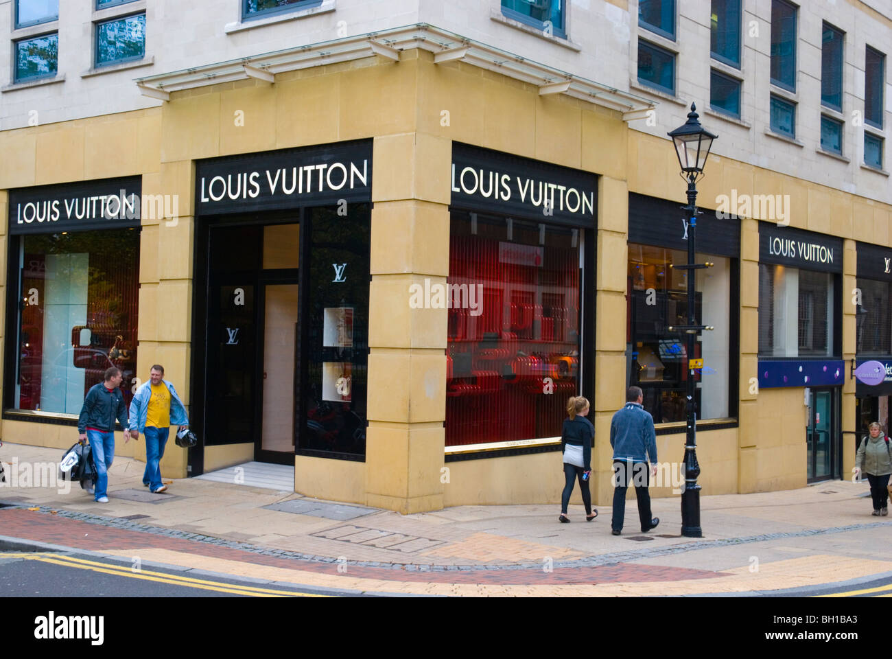louis vuitton shop front stock photos louis vuitton shop front stock images alamy. Black Bedroom Furniture Sets. Home Design Ideas