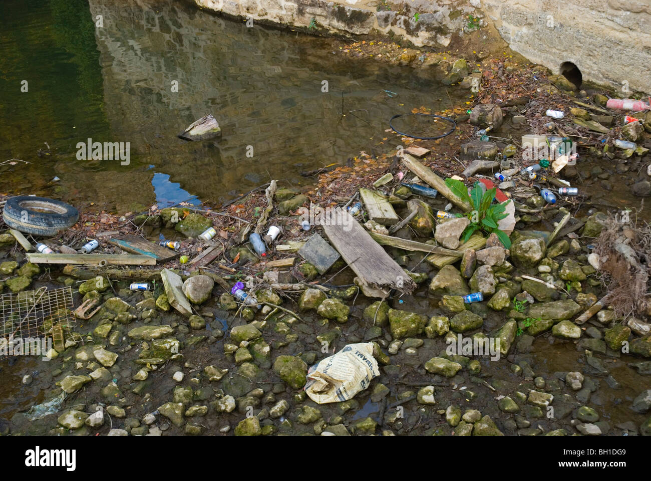 Polluted riverbed canal of Oxford England UK Europe - Stock Image